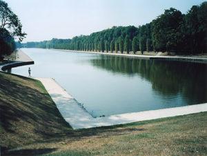 Grande canal, Parc de Sceaux, 2004, chromogenic print, 30 in x 40 in.